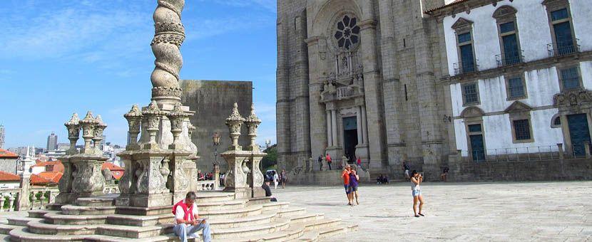 Porto city break itinerary - Liberdade Square