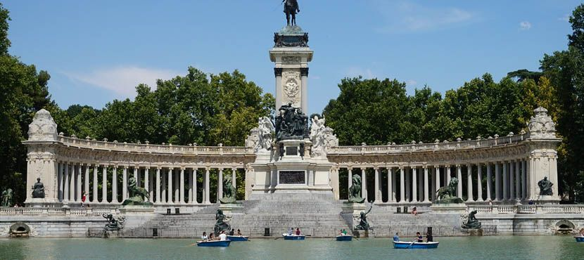Shows a park monument in Madrid - 3 days in Madrid itinerary