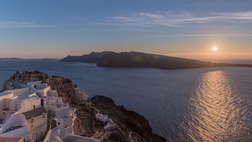 Romantic things to do in Santorini - Oia Sunset