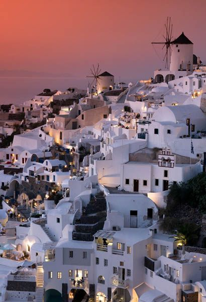 Romantic things to do in Santorini - Shows the sunset views of Oia