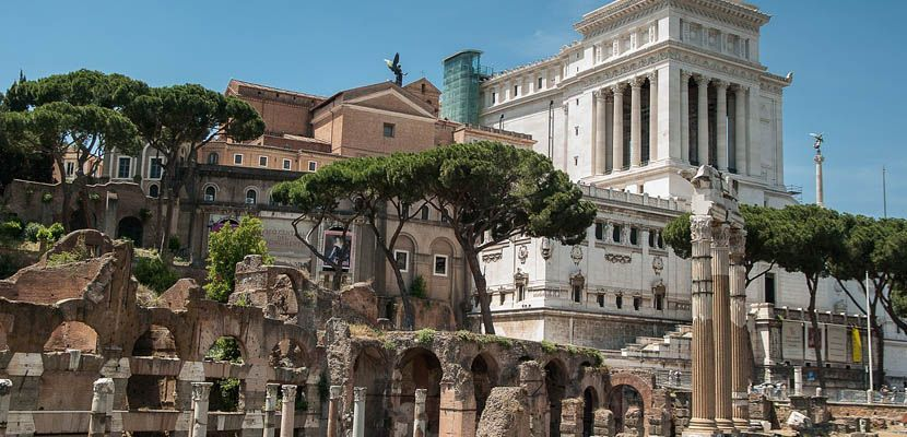 Rome travel tips - depicts Roman Forum monuments and ruins