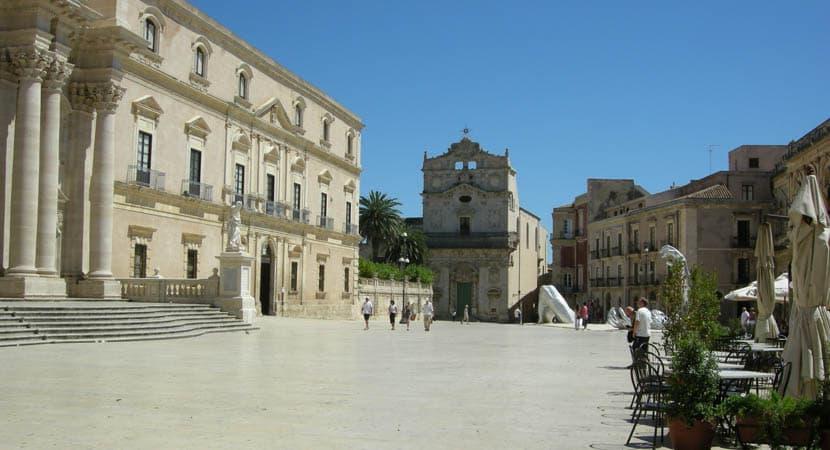 Sicily travel guide - Shows Ortigia town centre