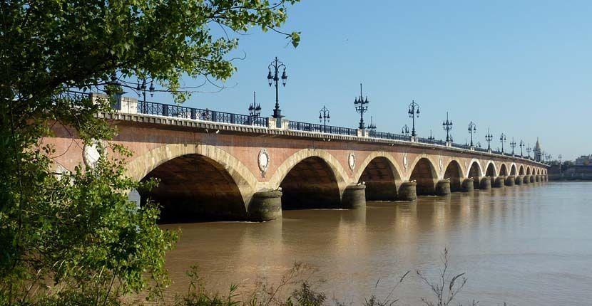 Bordeaux 3 day itinerary - pont de pierre