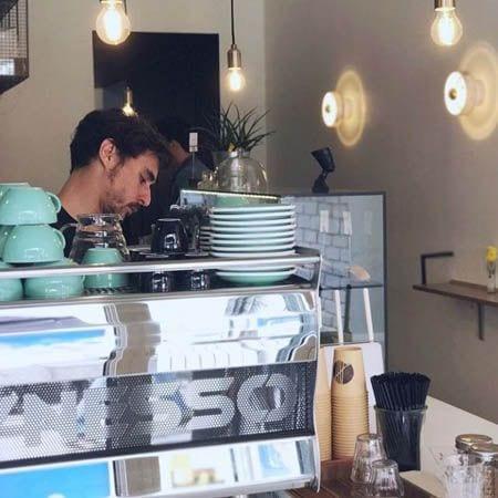 Shows 5 Pailles cafe server