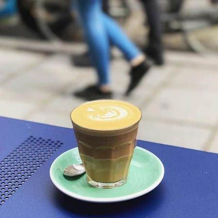 5 Pailles cafe Paris - Show coffee on a plate