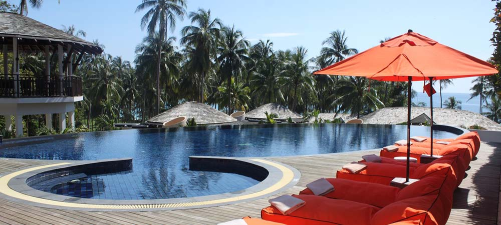 Tips on booking hotels and hostels in Thailand - Shows a luxury hotel