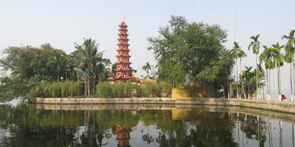 2 days in Hanoi - Shows Chua Tran Quoc temple