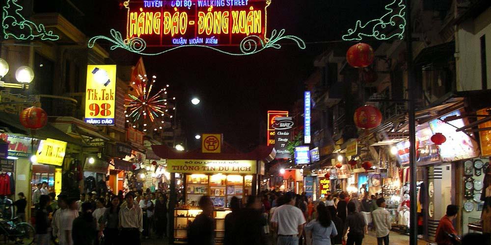 2 days in Hanoi - shows Hanoi night market