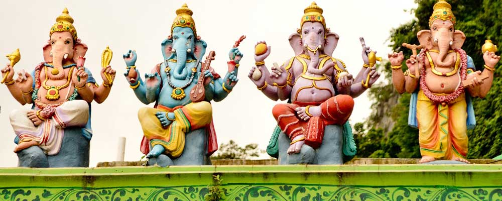 3 days in Kuala Lumpur - Shows a statue of four elephants