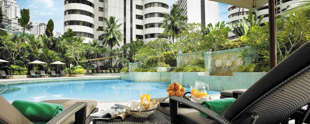3 days in Kuala Lumpur - Shows a luxury hotel swimming pool