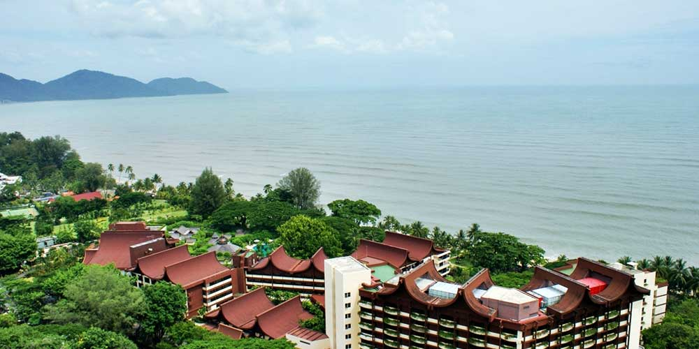 2 weeks in Malaysia - Shows a beach hotel in Batu Ferringhi