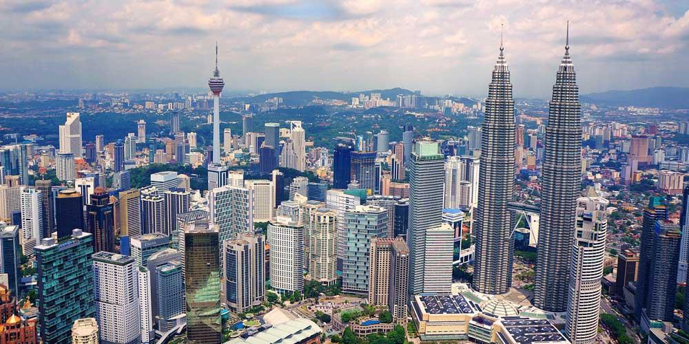 Shows Kuala Lumpur skyscrapers - 2 weeks in Malaysia