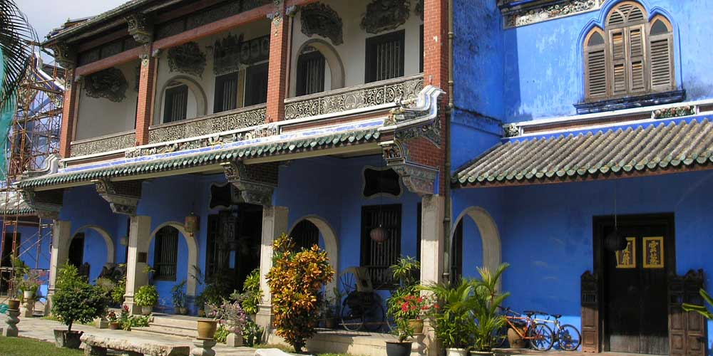 Shows the Blue Mansion hotel