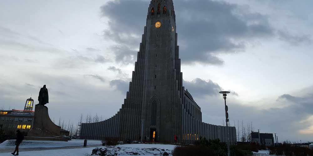 Hallgrimmskirja church in winter