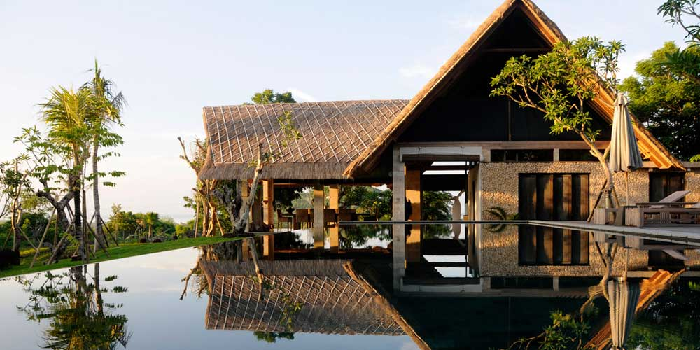 Bali luxury hotels - Shows a mountain-side hotel with infinity pool