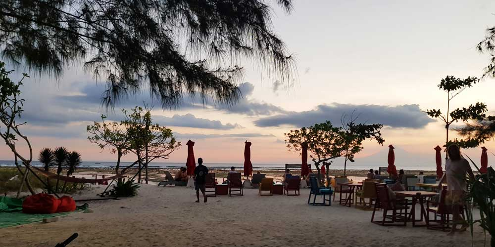 Things to do on Gili Trawangan - sunset cocktails