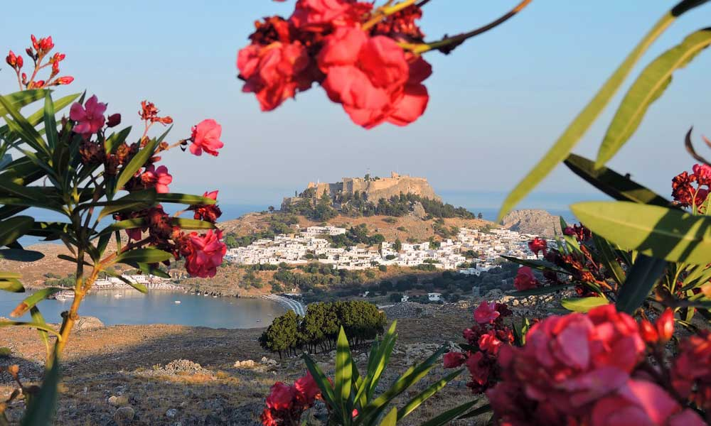 Romantic things to do in Rhodes - Shows Lindos Town