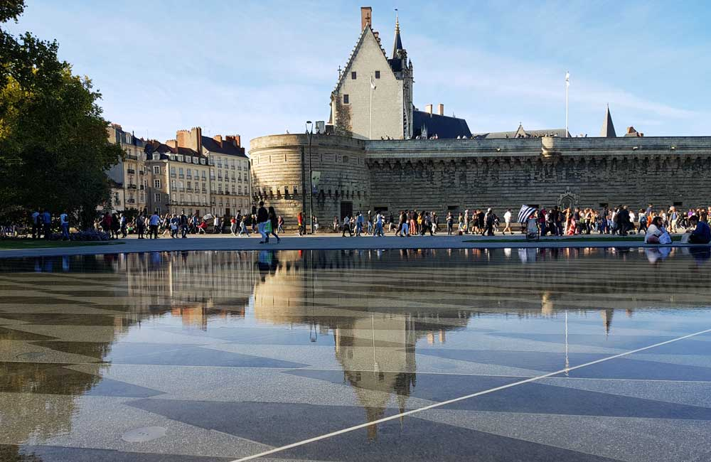 What to do in Nantes - Shows the Water Mirror attraction