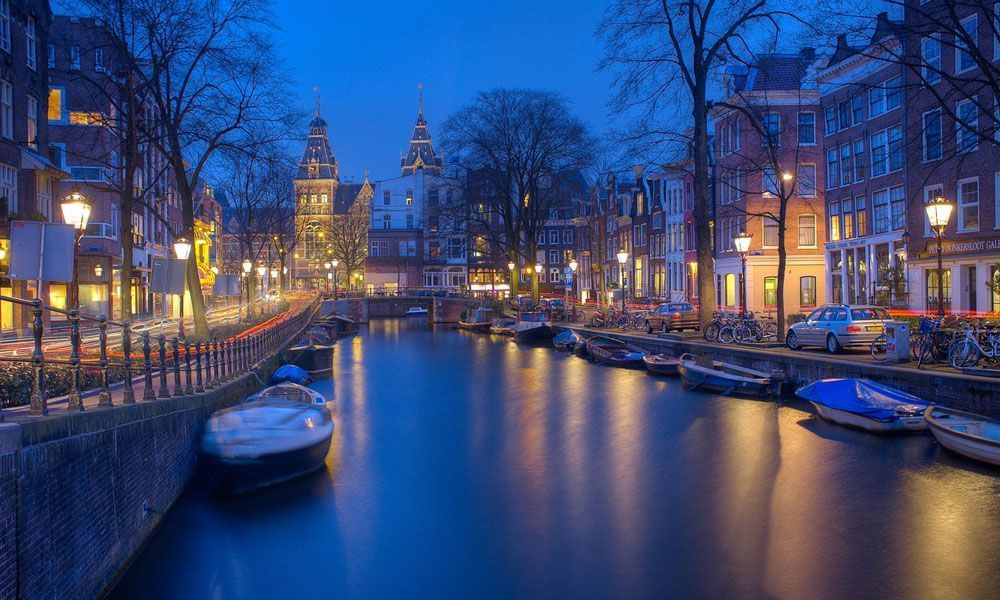 Shows the Amsterdam canals at night - NYE holiday ideas