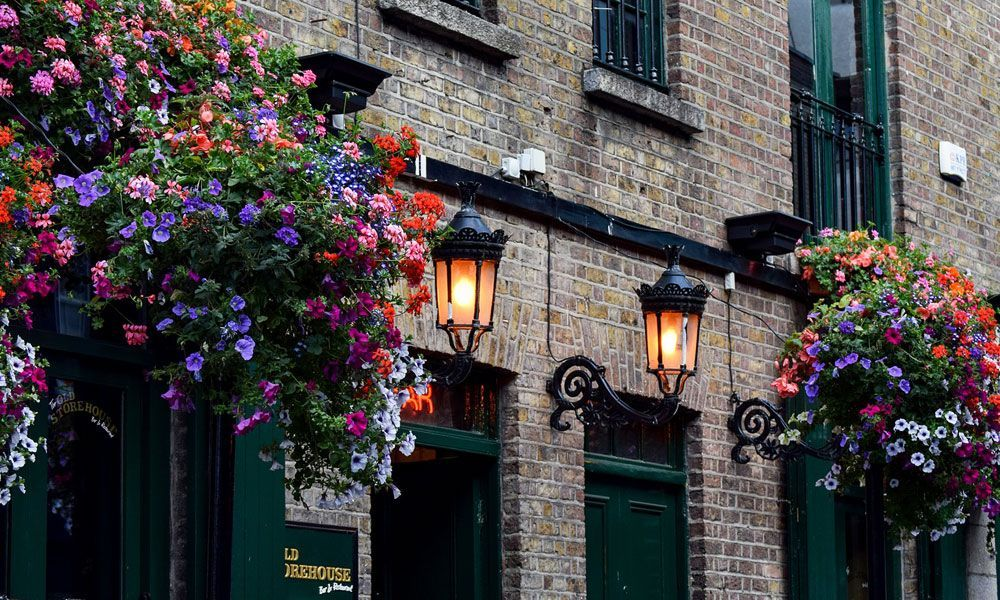 Where to go on holiday for new years eve - Shows a quaint pub in Dublin