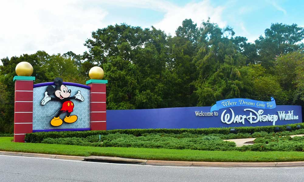 Orlando theme park tickets tips - Depicts Disneyworld welcome sign