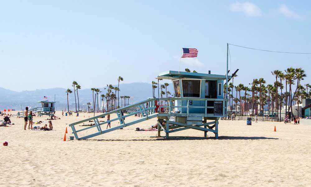 Santa Monica white sand beach in LA with life guard hut