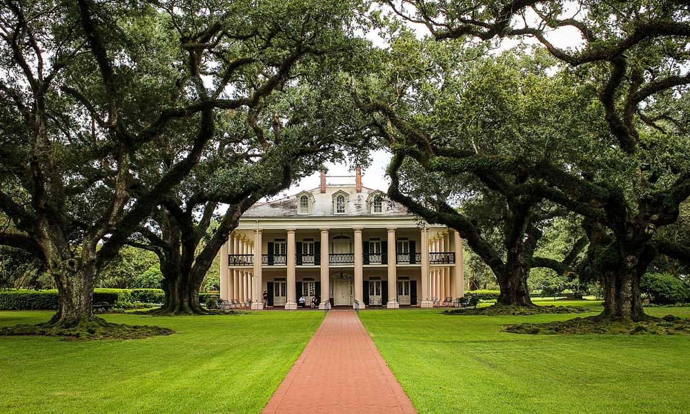 April USA holiday ideas - depicts country mansion in New Orleans