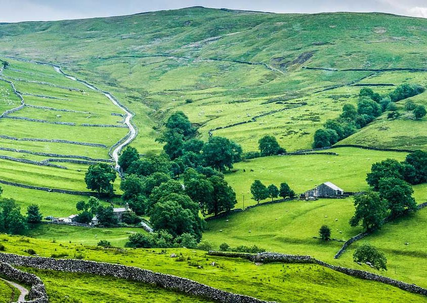 The best places to visit in UK - depicts UK countryside hills
