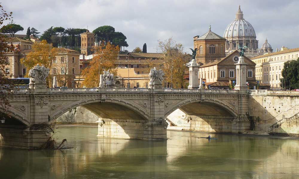 May holiday ideas - Rome river and architecture