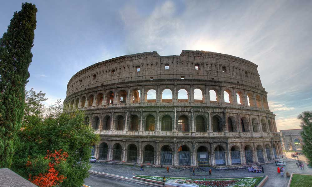 Tips for booking holiday attractions online - Depicts Rome Colosseum