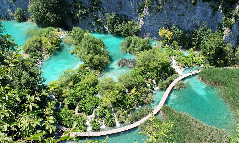 Cheap August destinations - Shows Plitvice lakes Croatia