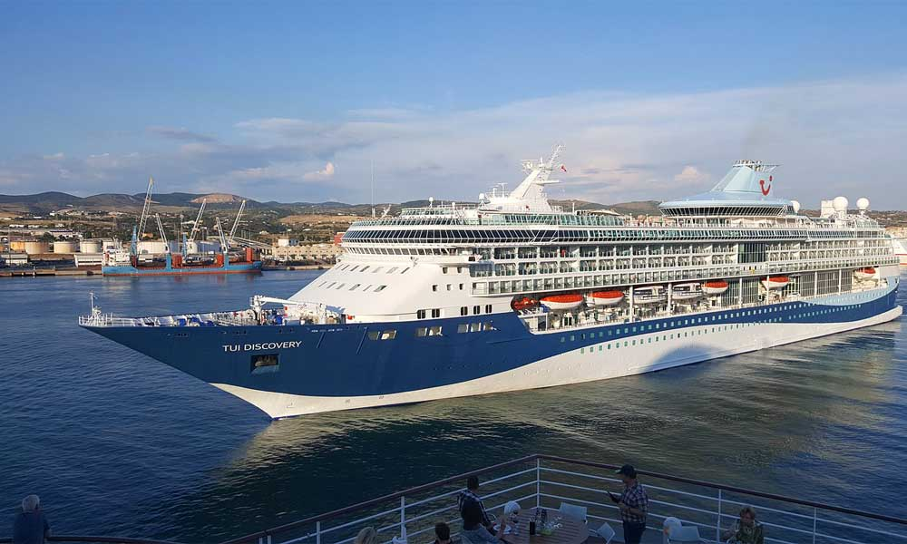 How to get from Civitavecchia Port to Rome - Show TUI cruise ship