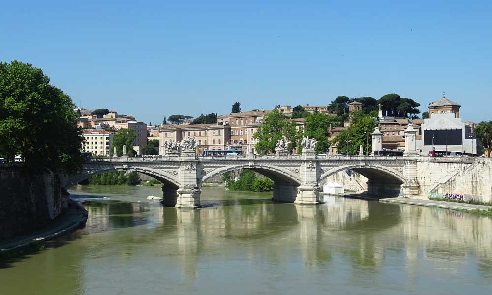 Rome Travel tips - shows historic Roman bridge