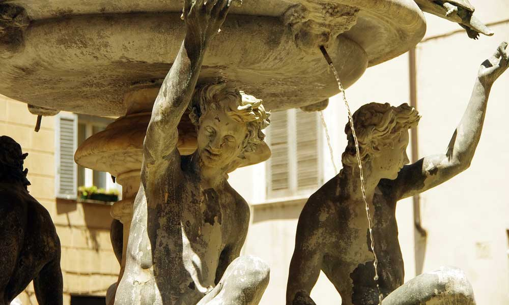 Shows free fresh drinking water at a fountain in Rome