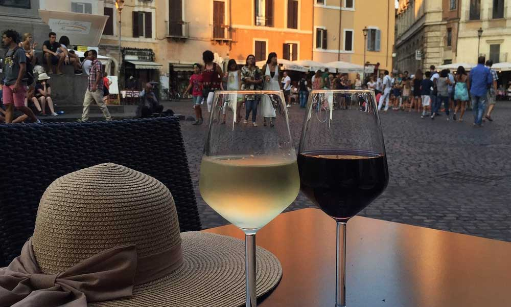 Rome nightlife tips - Shows glasses of wine on a table in Rome's main square