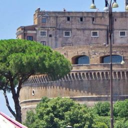 One day in Rome - Cruise itinerary - depicts Castel Sant'Angelo and statue
