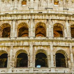 Rome travel tips for first timers - depicts Colosseum and arch in Rome