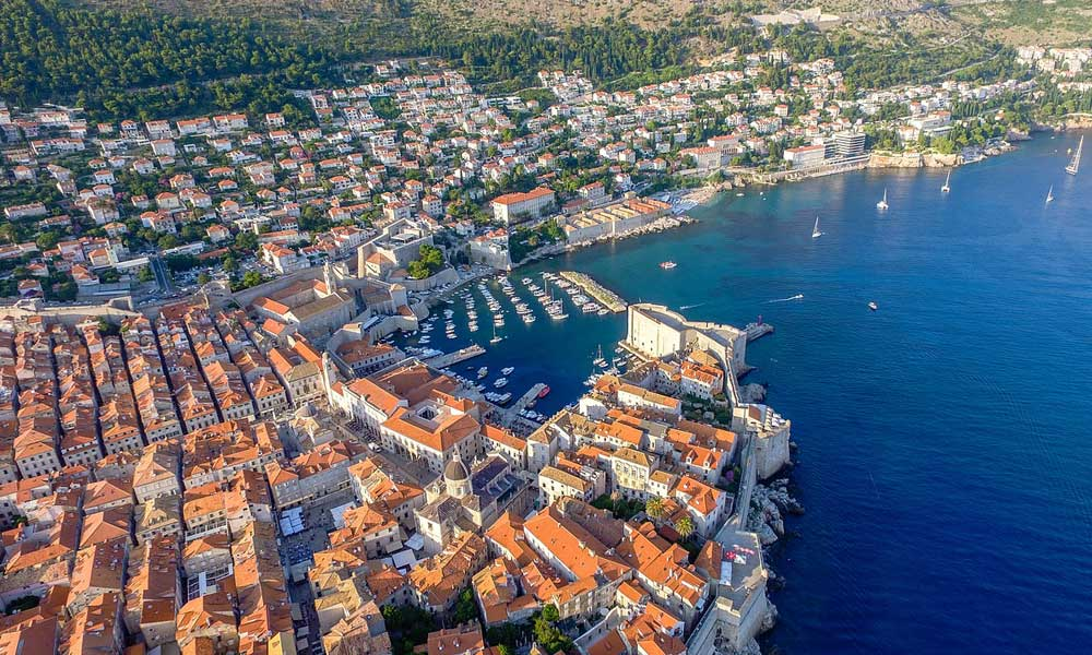 Best car hire in Dubrovnik - Shows the stunning city centre buildings alongside the coastline