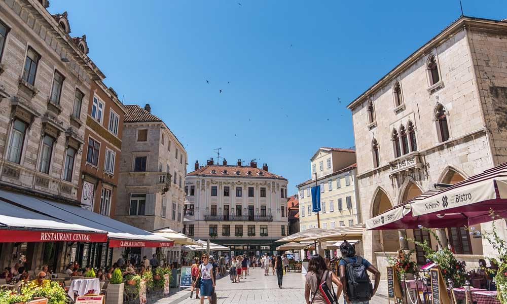 Split travel tips - Shows Split Old Town streets