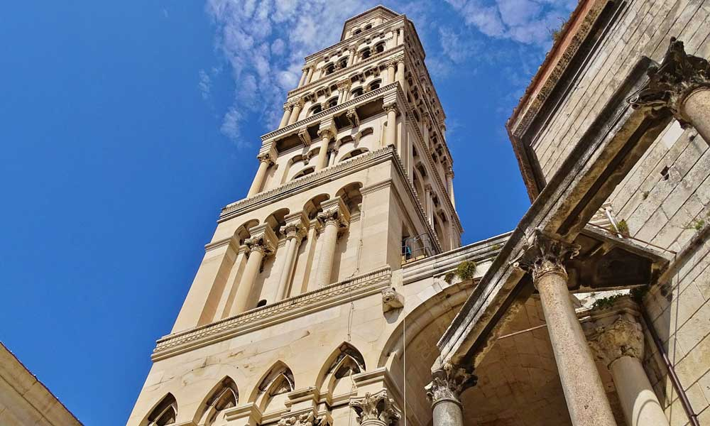 Shows Diolectian's Palace in Split - Split sightseeing guide