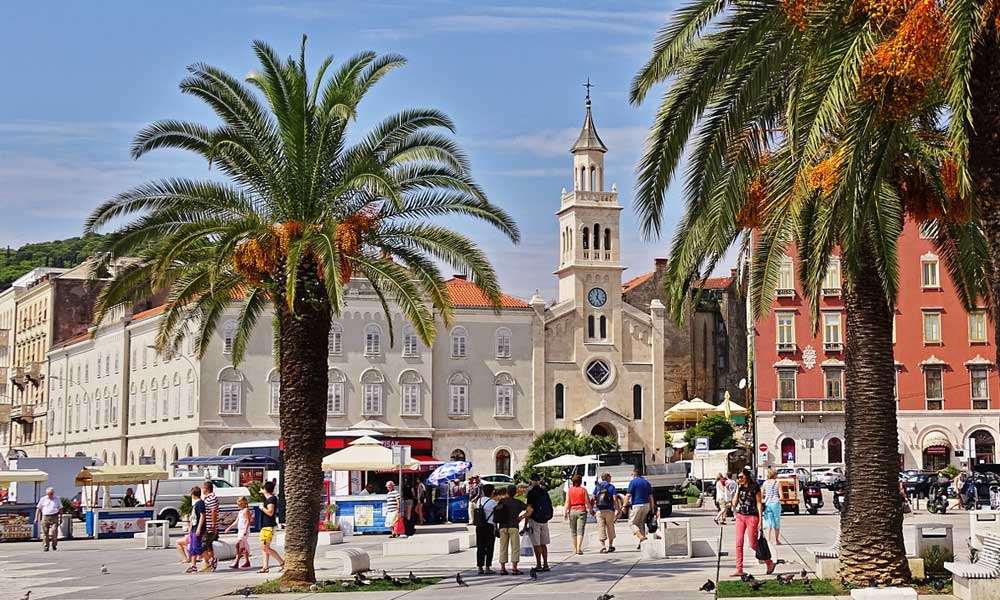 Shows Split promenade and buildings - Split visitors tips