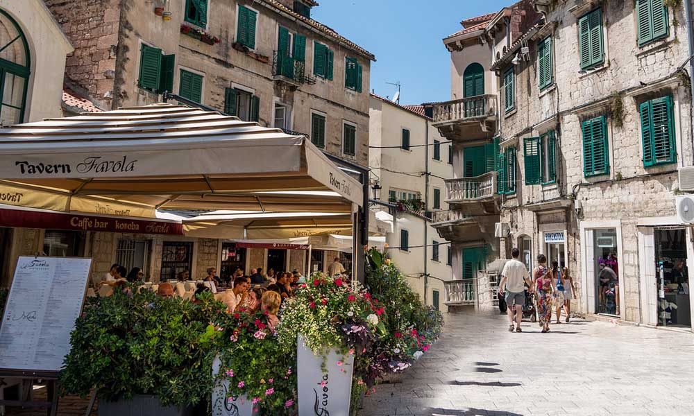 Shows a bright cafe restaurant in Split Old Town - Eating out tips