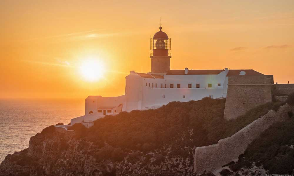 Portugal road trip itinerary - Shows the lighthouse of land's end at Sagres