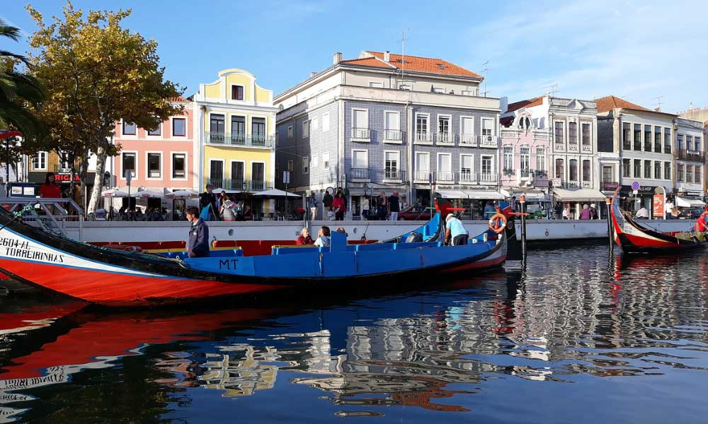 Shows Aveiro canals and coloured Gondola's - Portugal itinerary 2 weeks