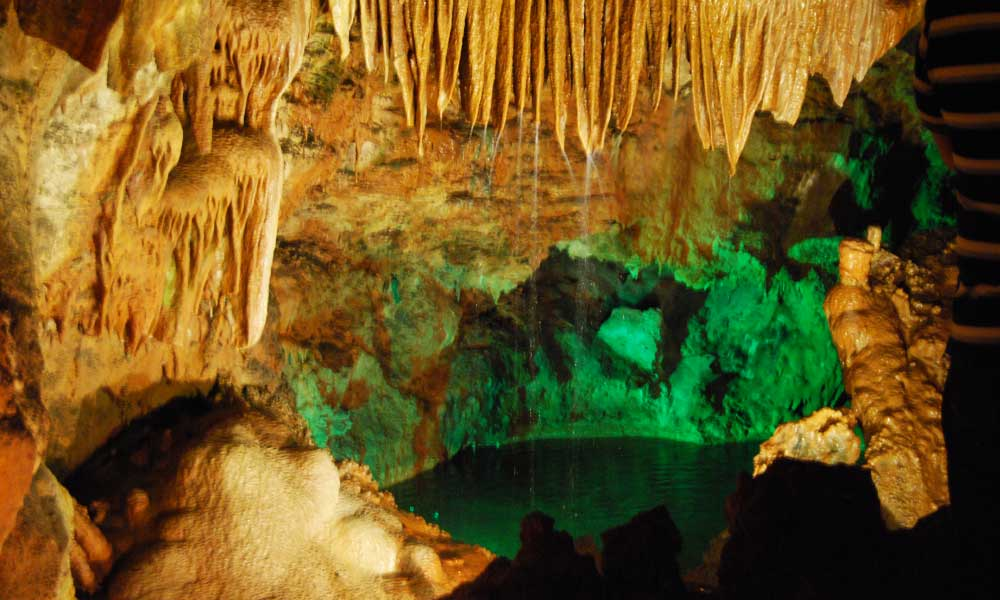Shows Caves Mira de Aire cave complex - Best places to visit in Portugal