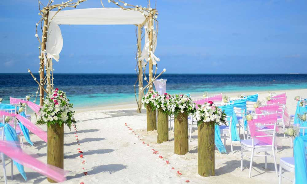 Scheduled airline failure - Shows a wedding on a beach