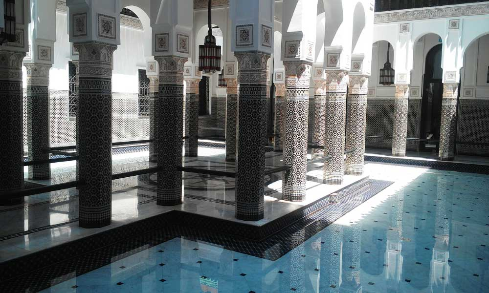 November holiday ideas - shows a Riad swimming pool in Morocco