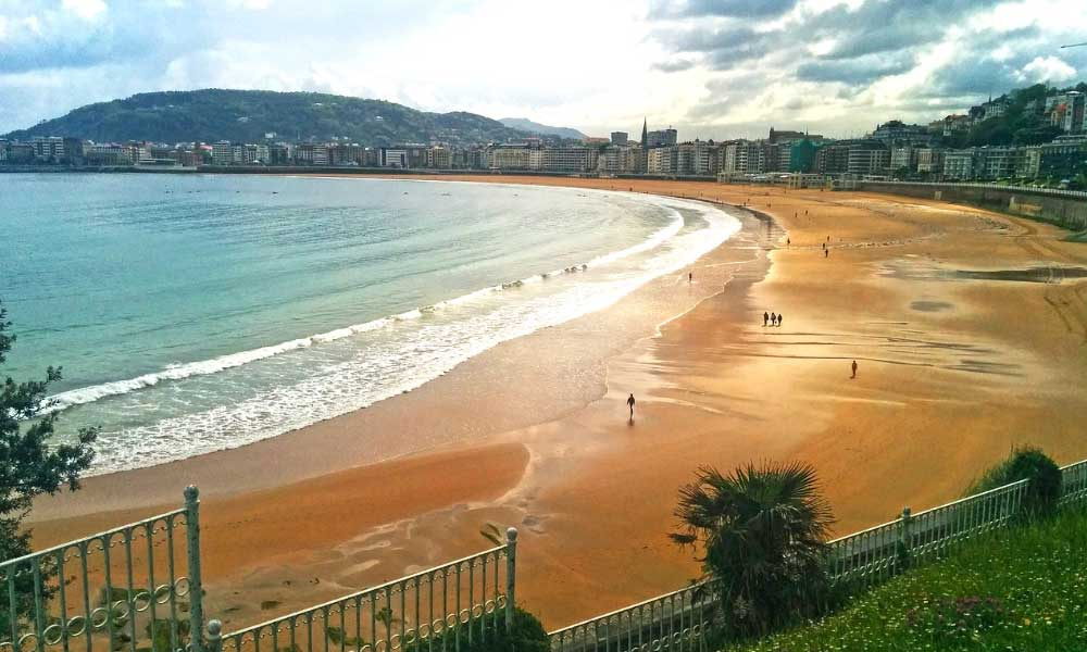 Shows the city beach in Santander, Spain