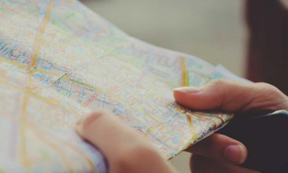Entertaining things to do on a long haul flight - Shows a travel map