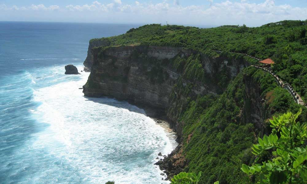 Shows the cliffside of Uluwatu - Bali 3 week itinerary